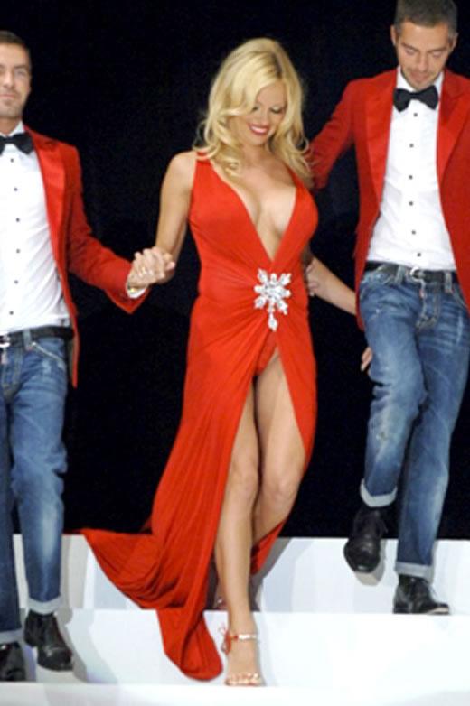 Pamela Anderson e seu decotinho
