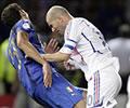 Zidane e Materazzi trocando carinhos