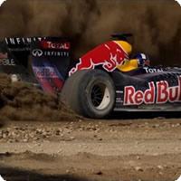 Vídeo: Carro de Formula 1 correndo em um circuito em construção