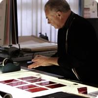Vídeo: Como um livro é fabricado