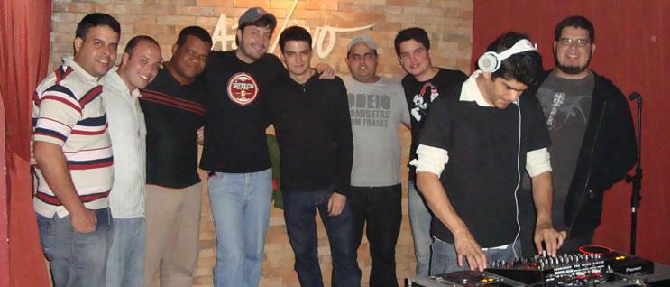 Danilo Gentili, o DJ e uma penca de blogueiros